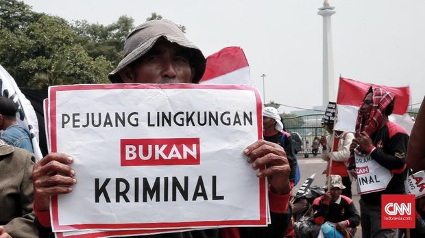 Sejumlah aktivis lingkungan dan warga penolak tambang diproses hukum di era Jokowi.