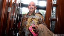 Bersaksi Dalam Perkara PLTU Riau-1, Bos PLN Tenteng Tisu