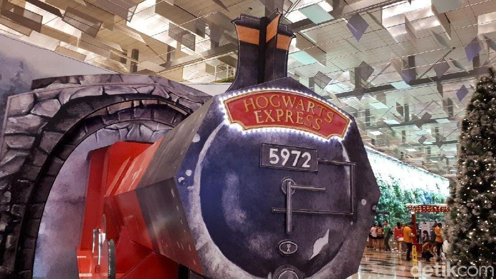 Foto: Kereta Hogwarts Mampir di Bandara Changi