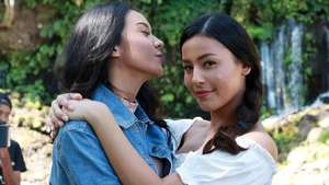 Pose Seksi Anya Geraldine, Happy Wedding Kelly Tandiono