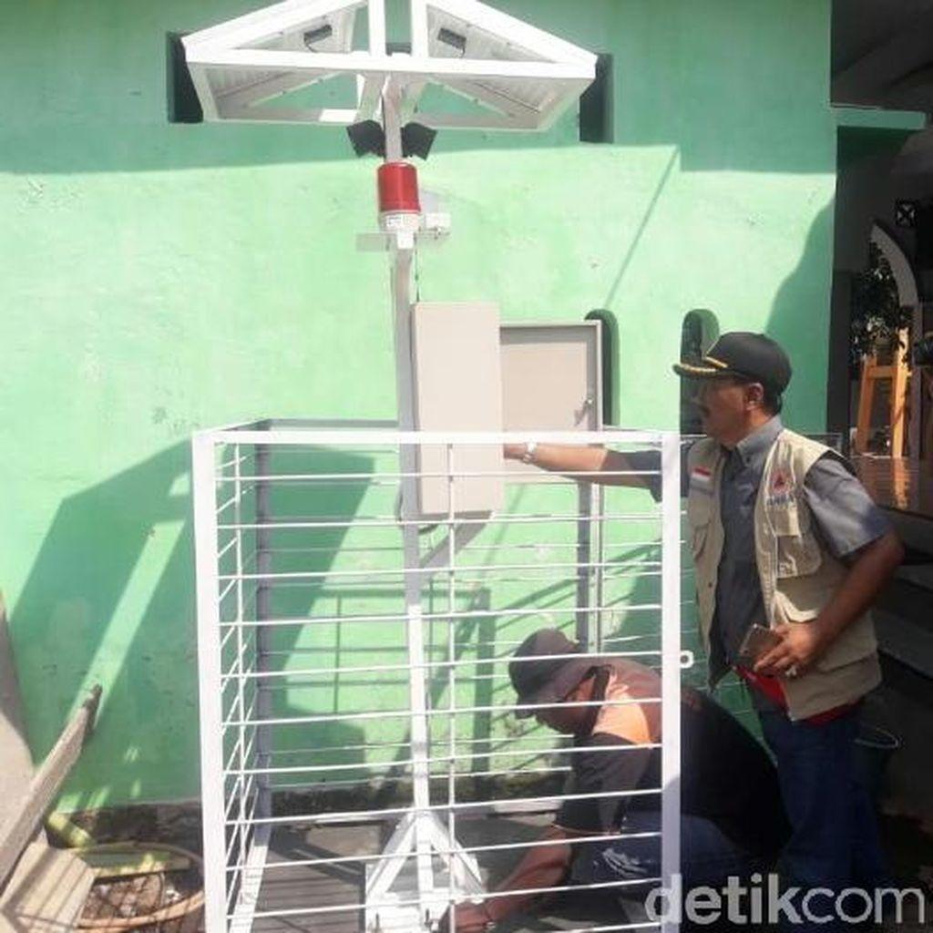 Trauma Banjir Bandang, BPBD Situbondo Pasang Alat Pendeteksi