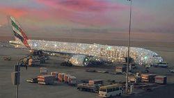 Heboh Foto Pesawat Emirates Bertabur Kristal, Ini Faktanya