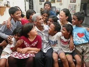 Inspiratif, Suami-Istri Beri Makan dan Sekolahkan Anak-anak Terlantar