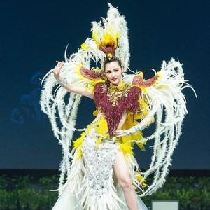 Foto: Aksi Puteri Indonesia Pakai Kostum Cendrawasih di Miss Universe 2018