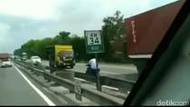 Gila! Pemotor Nyelonong Lawan Arus Diduga di Tol Porong