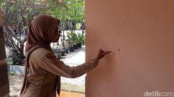 Cerita Guru di Bojonegoro tentang Teror Ulat Pohon Jati di Sekolahnya