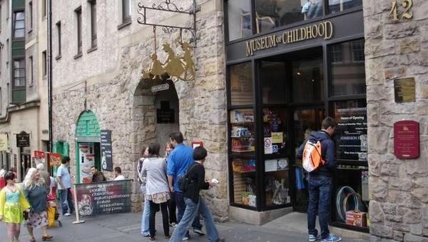 Namanya The Museum of Childhood. Museum ini berada di 42 High St, Edinburgh, Skotlandia. Tidak jauh dari Kota Tua Edinburgh. (Museum of Childhood, Edinburgh/Facebook)