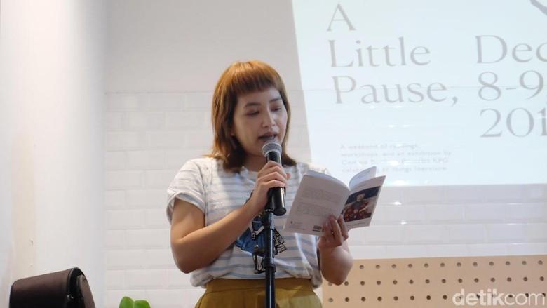 Menulis Puisi Sebagai Terapi bagi Anya Rompas  Foto: Tia Agnes/ detikHOT