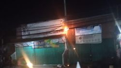 Kabel Listrik di Jalan Raya Bogor Terbakar, Damkar Merapat