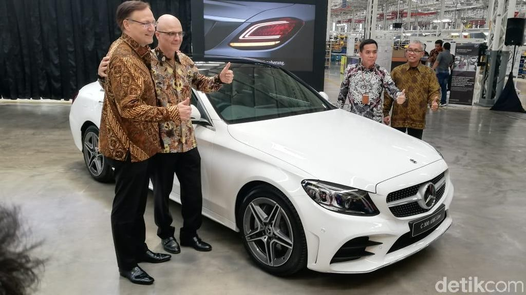 Sedan Mewah Mercy C-Class Made in Bogor