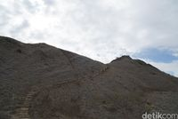 Perbukitan menuju puncak (Shinta/detikTravel)
