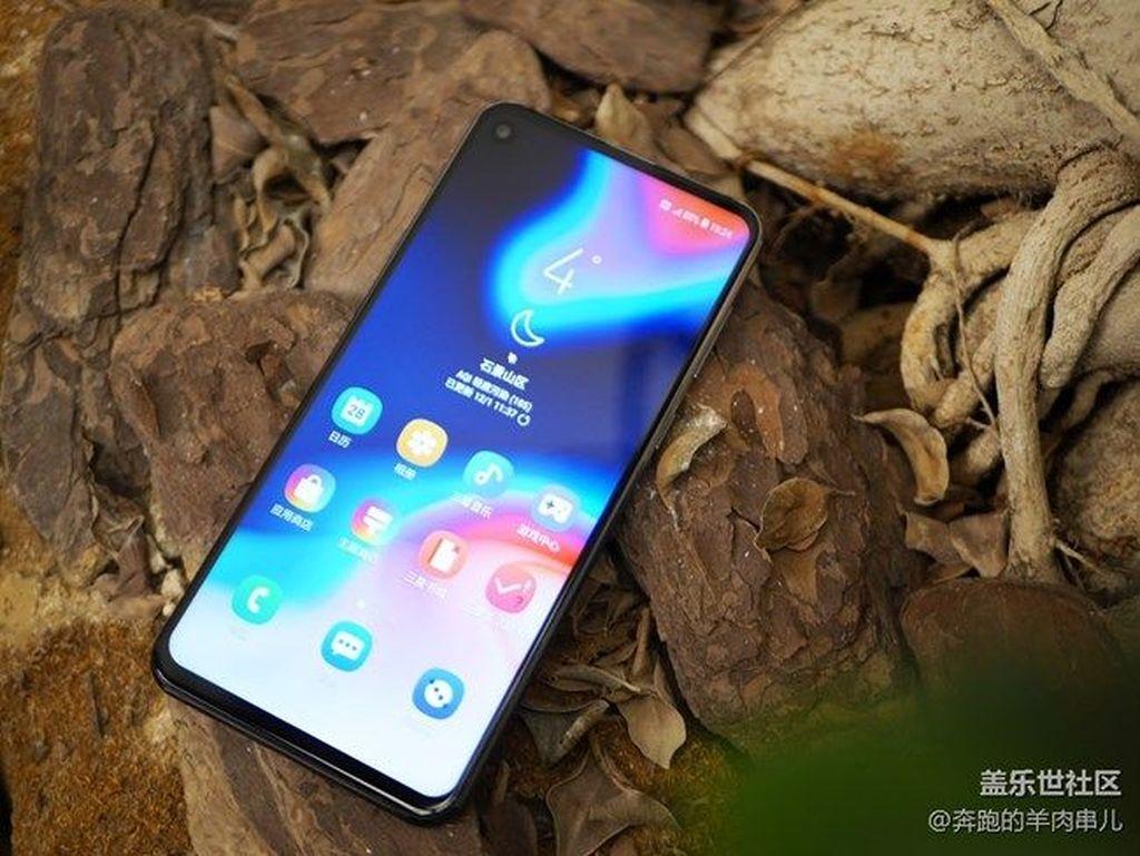 Galaxy A8s diperkenalkan di China. Foto: galaxyclub
