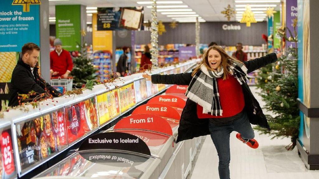 Seru! Belanja di Supermarket Ini Bisa Sambil Main Ice Skating
