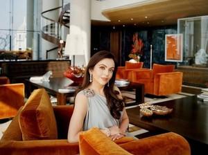 Gaya Makan Miliuner India hingga Cantiknya Dokter Sarah Jane Saat Kulineran