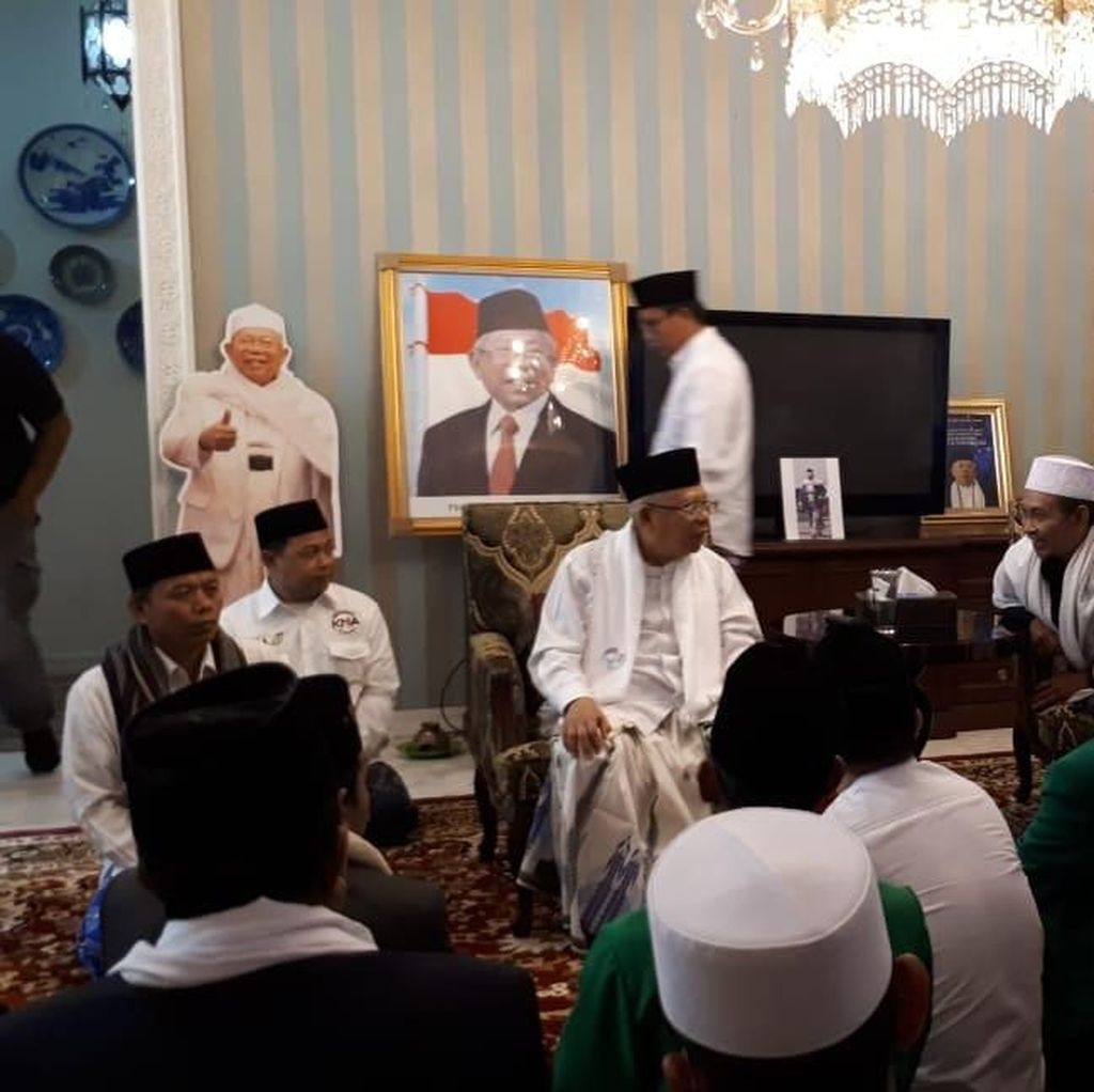 Foto Maruf Amin Bak Wapres Terpampang di Rumah Situbondo