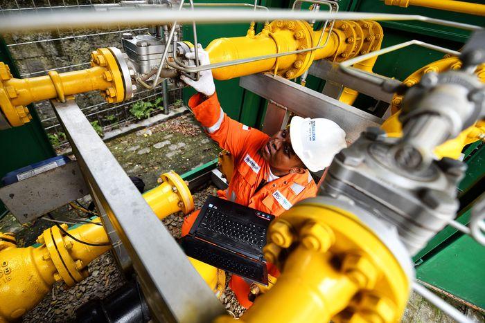 Seperti PT Ubin Keramik Kemenangan Jaya Bogor, Jawa Barat ini salah satunya yang menjadi pengguna gas bumi dari PGN.