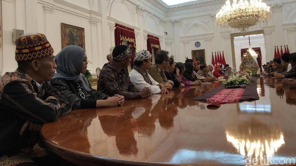 Jokowi Ngobrol Bareng Seniman dan Budayawan di Istana