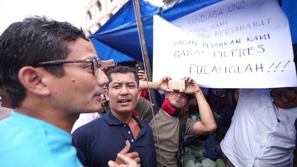 Ke Pasar Kota Pinang, Sandiaga Diminta Pulang