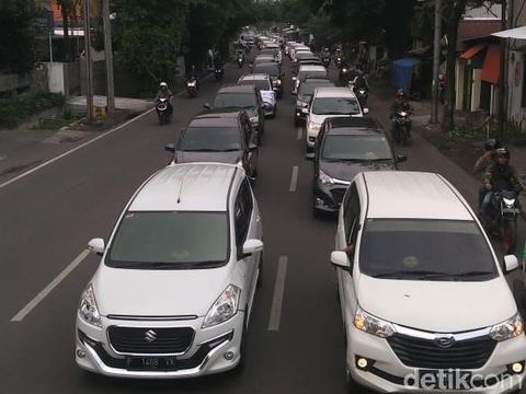 Ratusan Driver Ojol di Surabaya Geruduk Kantor Dua Aplikator