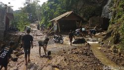 Dua Warga Tewas Korban Banjir di Probolinggo Dimakamkan