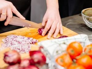 5 Mitos Dapur yang Dipercayai Ibu, Kamu Pernah Coba?