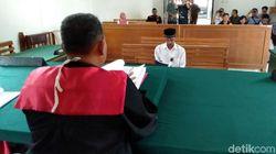 Tangan Pakai Gips, Sopir Bus Maut Cikidang Disidang di PN Cibadak