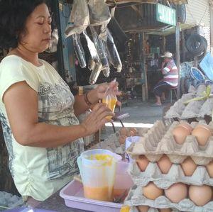 Anomali Harga Telur Ayam yang Turun Jelang Akhir Tahun