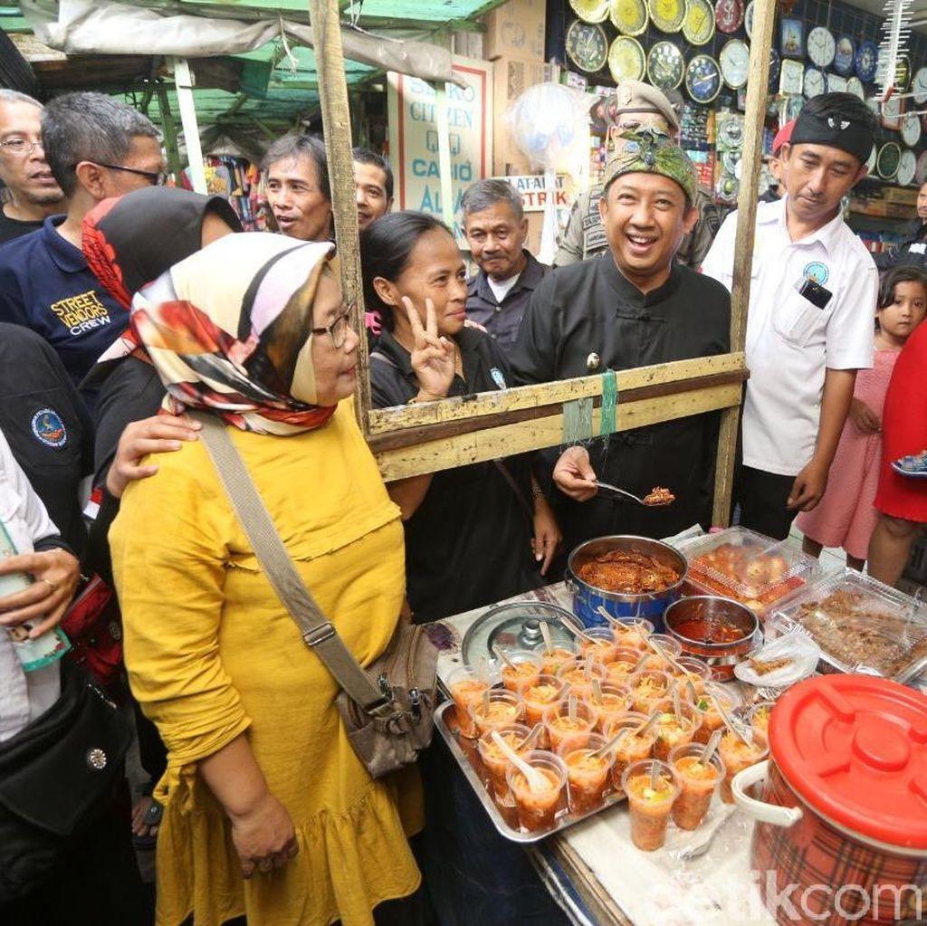 Segera Ditata, PKL Cicadas Bandung Gelar Syukuran di Trotoar