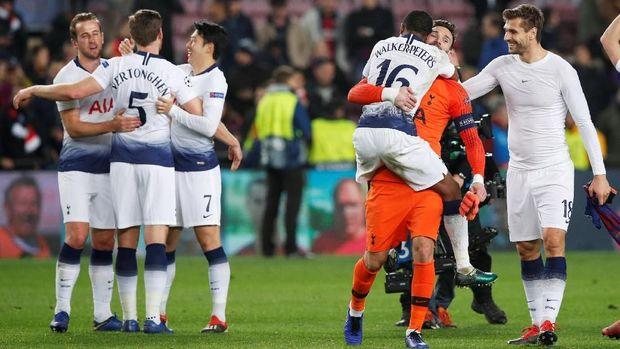 Tottenham lolos usai menahan imbang Barcelona.