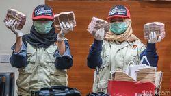Kakak Ipar Bupati Cianjur Menyerahkan Diri ke KPK
