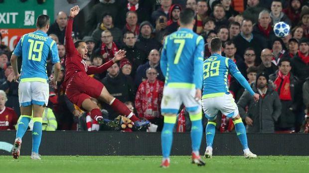 Virgil van Dijk punya peran besar di balik keberhasilan Liverpool mengalahkan Napoli.