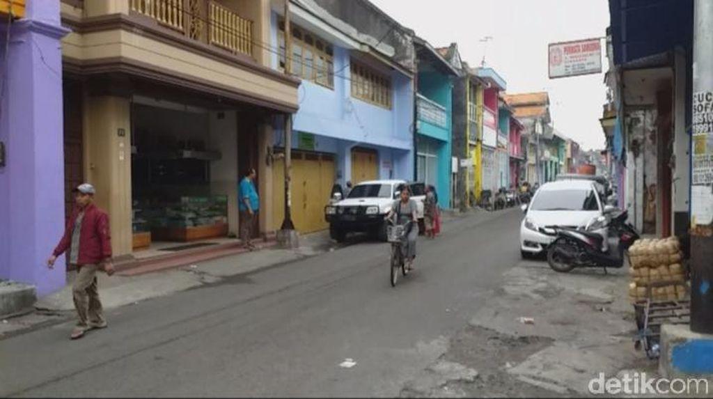 Kata Warga Soal Warna-warni Jalan Panggung di Kota Tua Surabaya