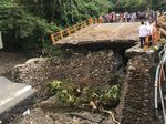 Perbaikan Jembatan Padang-Bukittinggi Dikerjakan 24 Jam