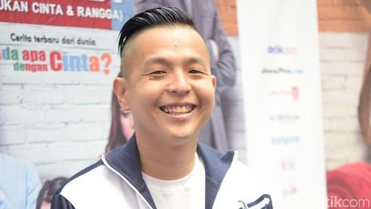 Ernest Prakasa Semringah Banget, Ada Apa?