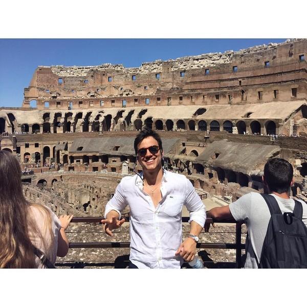 Sedangkan ini saat dia berada di Colosseum, Roma. (gabrielndsprado/Instagram)