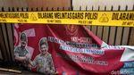 Polsek Ciracas Ditutup Tripleks dan Digaris Polisi