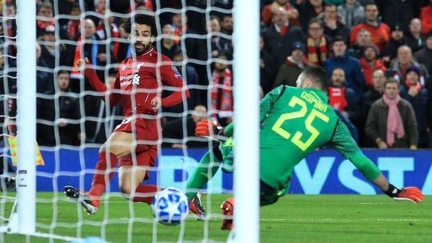 Mohamed Salah mencetak gol indah di babak pertama.