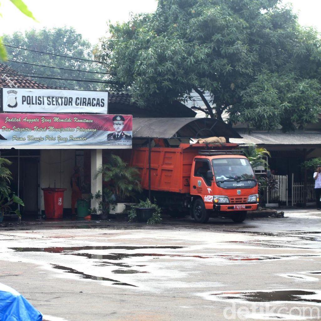 Polsek Ciracas Diserang, Saksi Lihat Gerombolan Massa Bawa Pentungan