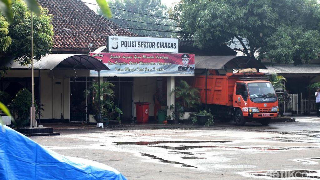 Pengeroyokan TNI Berujung Penyerangan Kantor Polisi