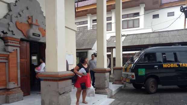WN Inggris di Bali: Tampar Staf Imigrasi, Bikin Onar di Sidang