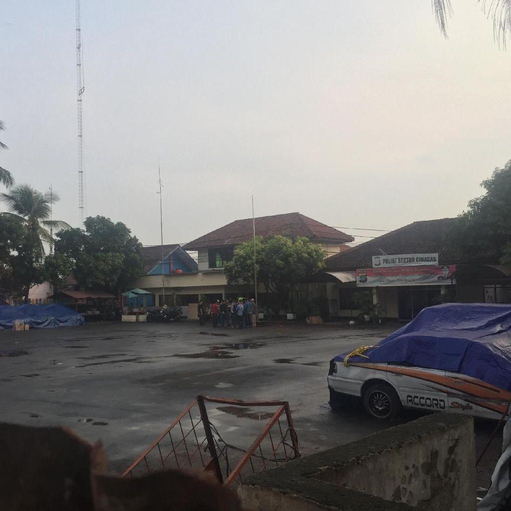 Polisi Duga Penyerangan Polsek Ciracas Terkait Pengeroyokan Anggota TNI