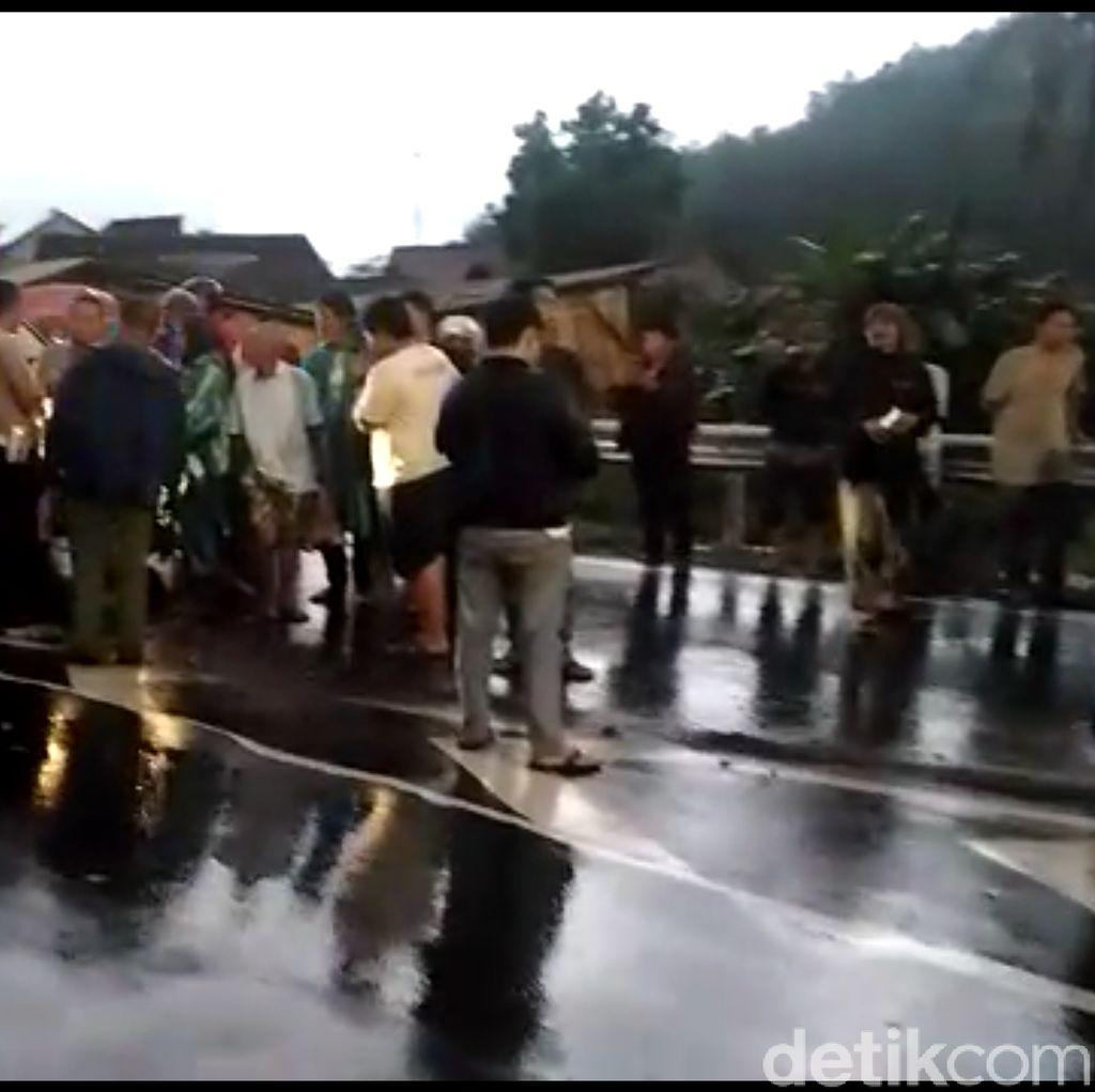 Pulang Berobat, Ibu dan Anak Tewas Terserempet Mobil di Brebes