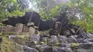 Foto: Batu Persegi yang Misterius di Pekalongan