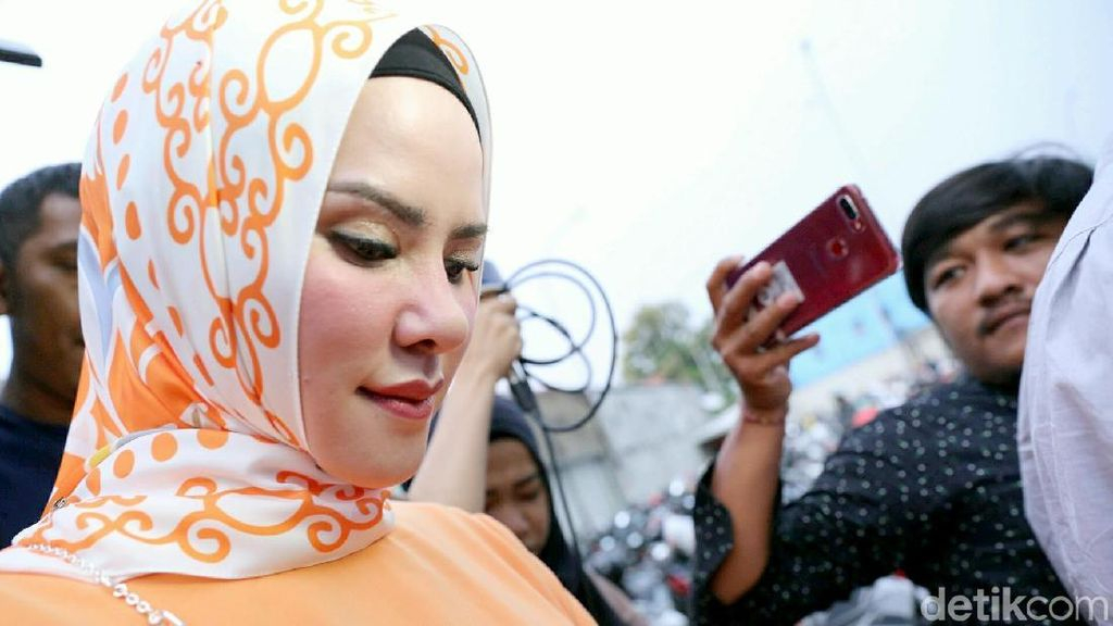Angel Lelga dan Fiki Alman Datangi Polres Metro Jakarta Selatan