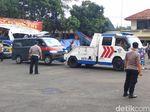 Mobil yang Dirusak di Polsek Ciracas Mulai Dievakuasi