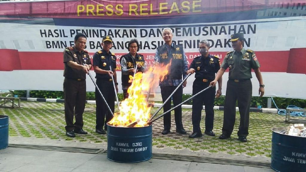 Cerita Sri Mulyani Tekan Importir Ilegal Bareng Polri