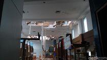 Hujan dan Angin Kencang, Atap Gedung Smesco Ambrol