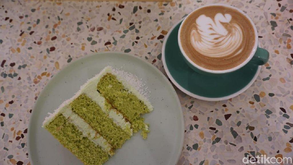 Cliq Coffee: Rasa Eksotik Cake Klepon dan Cafe Mocha Hangat