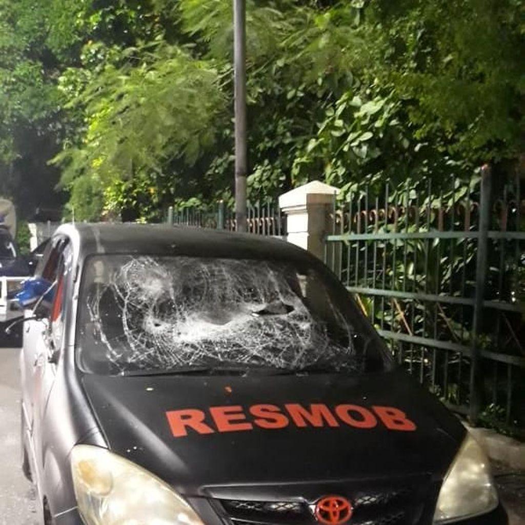 Penampakan Mobil Polisi yang Dirusak Massa Penyerang Polsek Ciracas