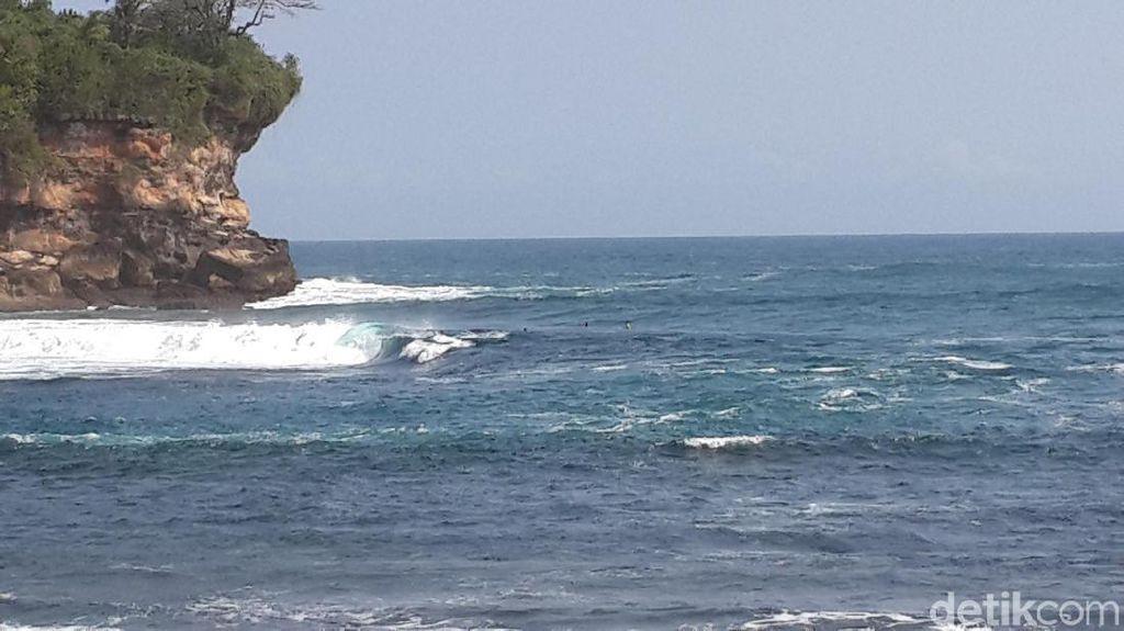 Perahu Dihantam Gelombang, Seorang Nelayan di Pacitan Hilang